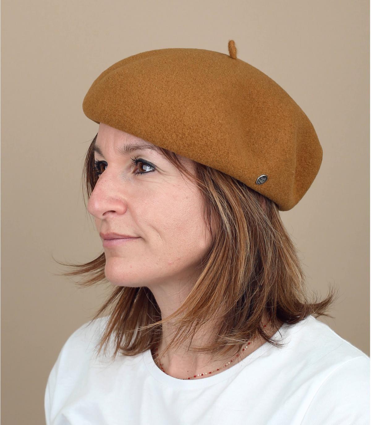 Beige beige baret