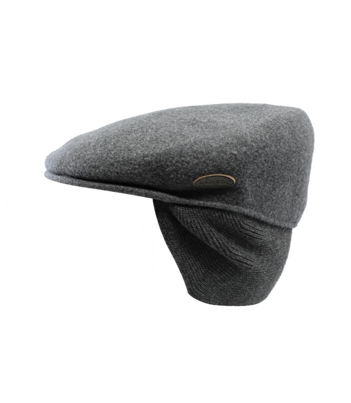grijze baret beschermt oren