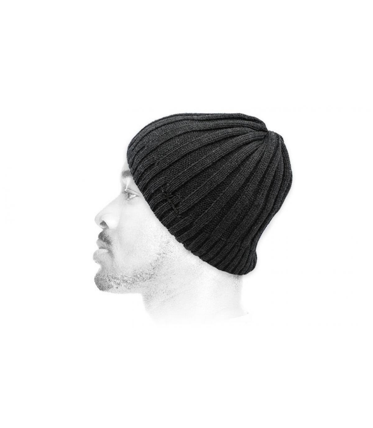 grijze korte hoed