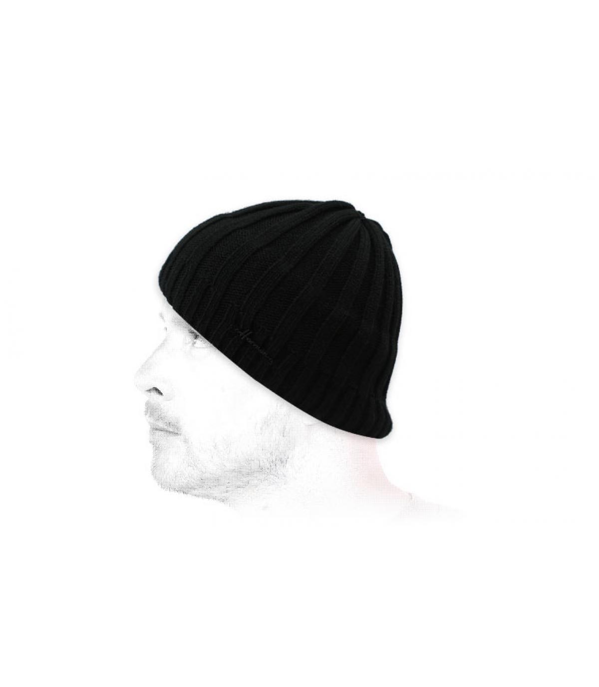 zwarte korte hoed
