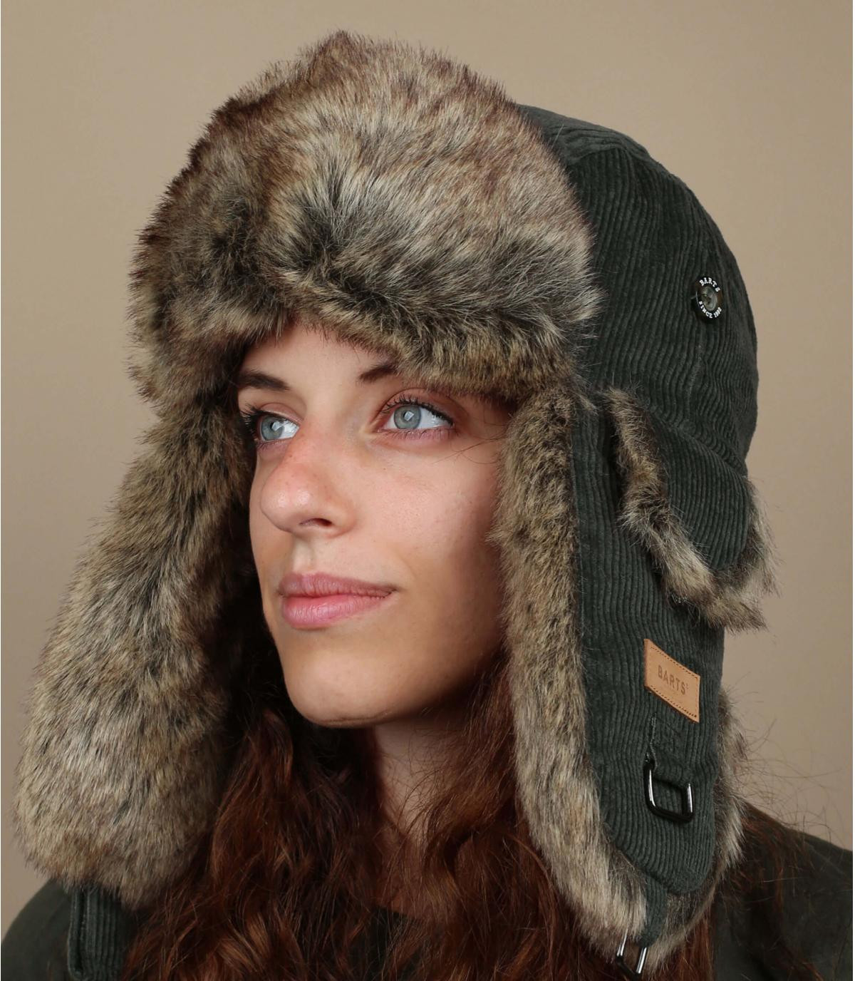 groene vacht vrouw hoed