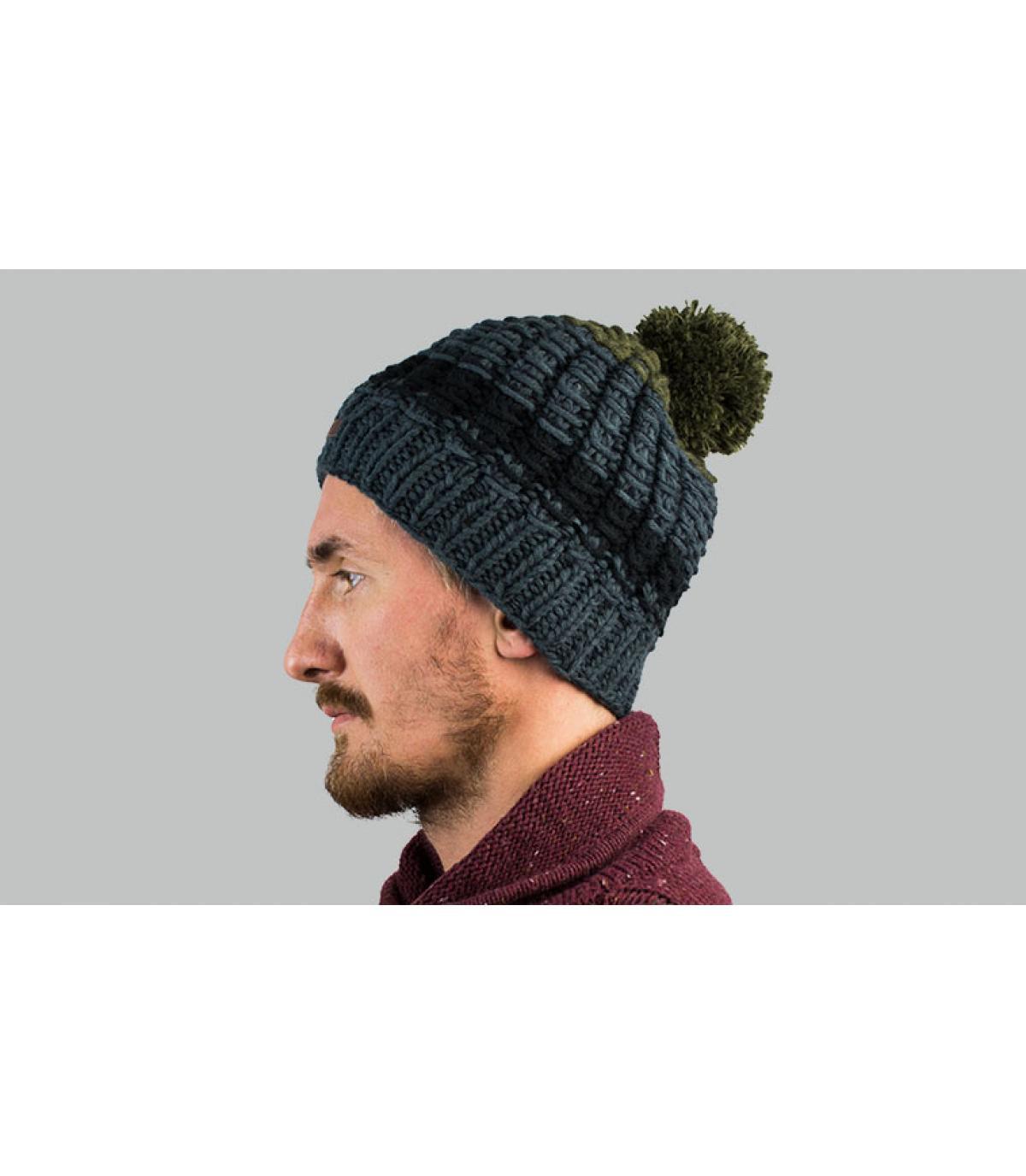 grijsgroene pompon hoed