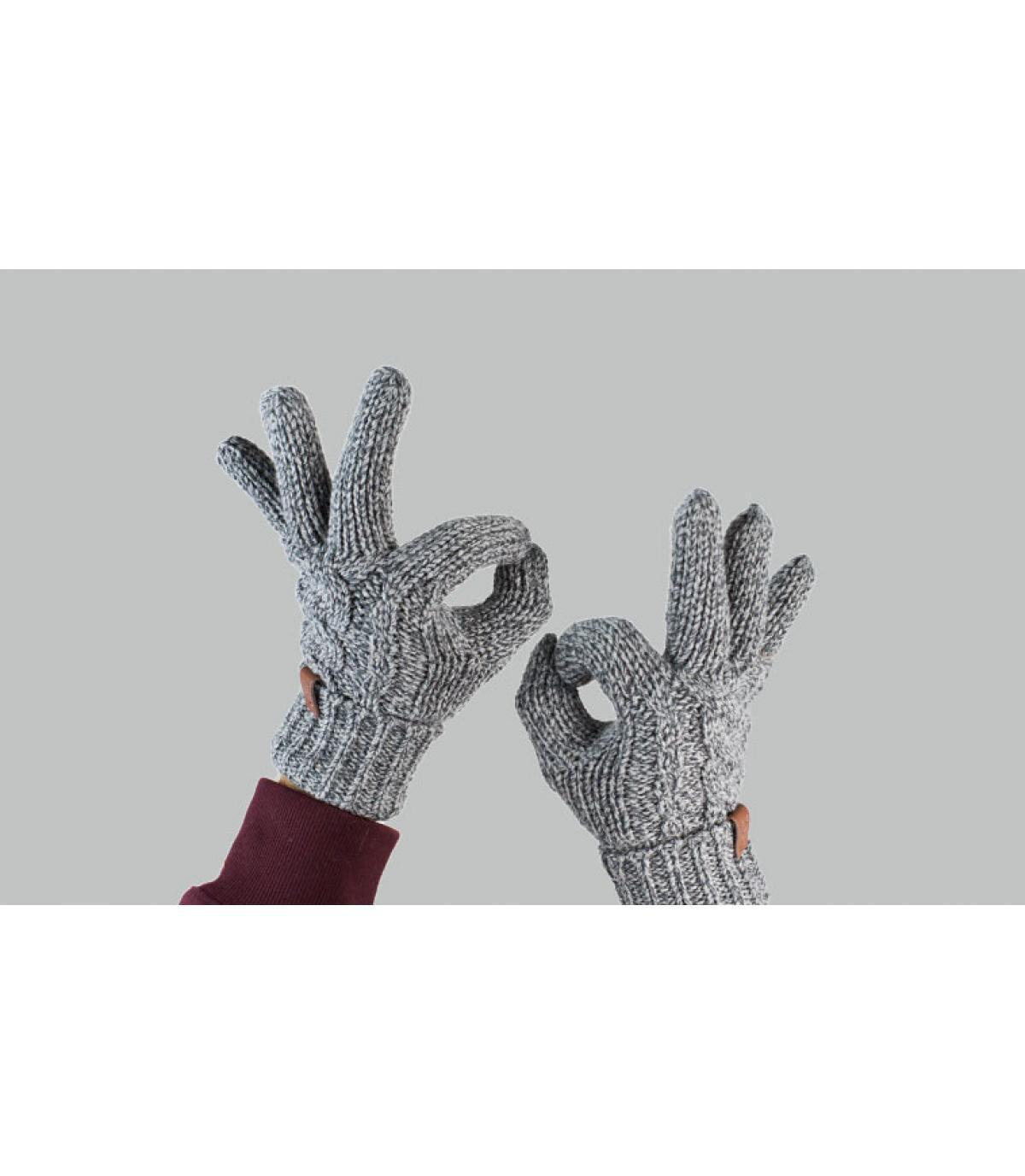 gedraaide grijze handschoenen