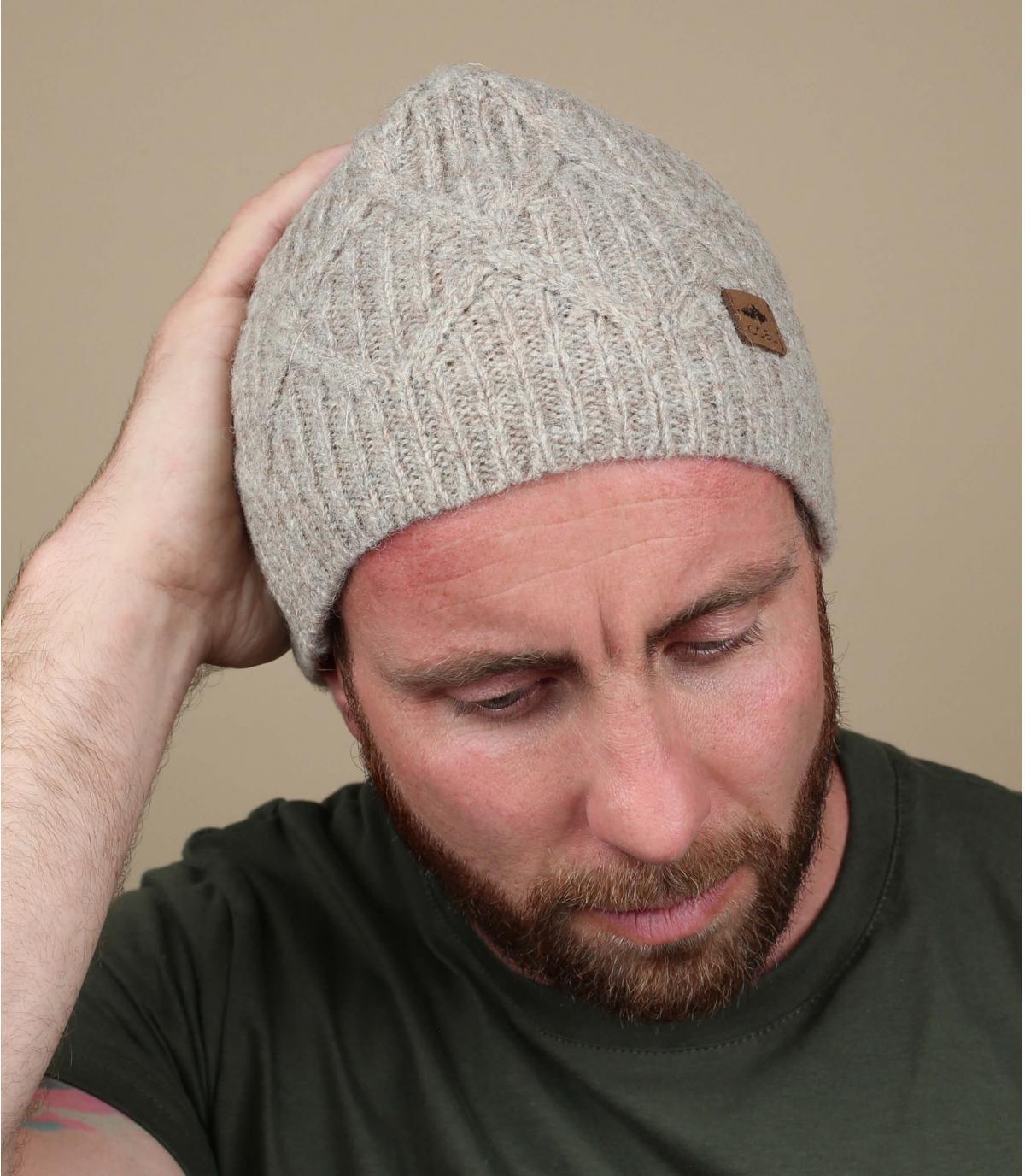 gedraaide beige wollen hoed