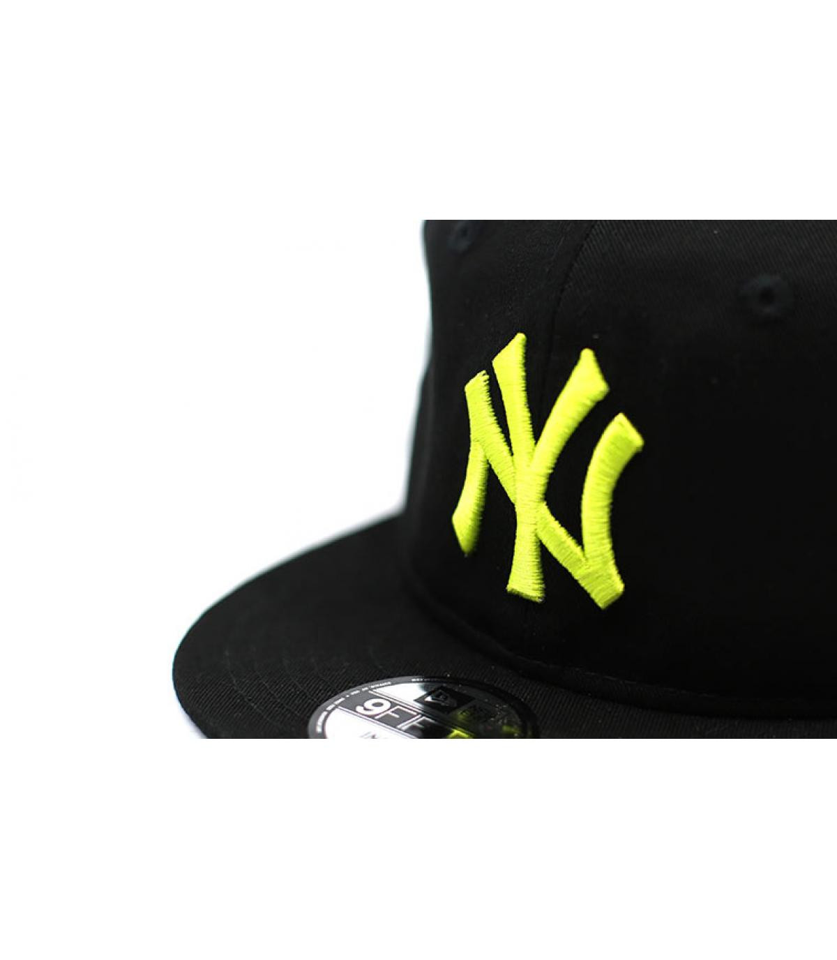 Details Baby League Ess NY 9Fifty black cyber yellow - afbeeling 3