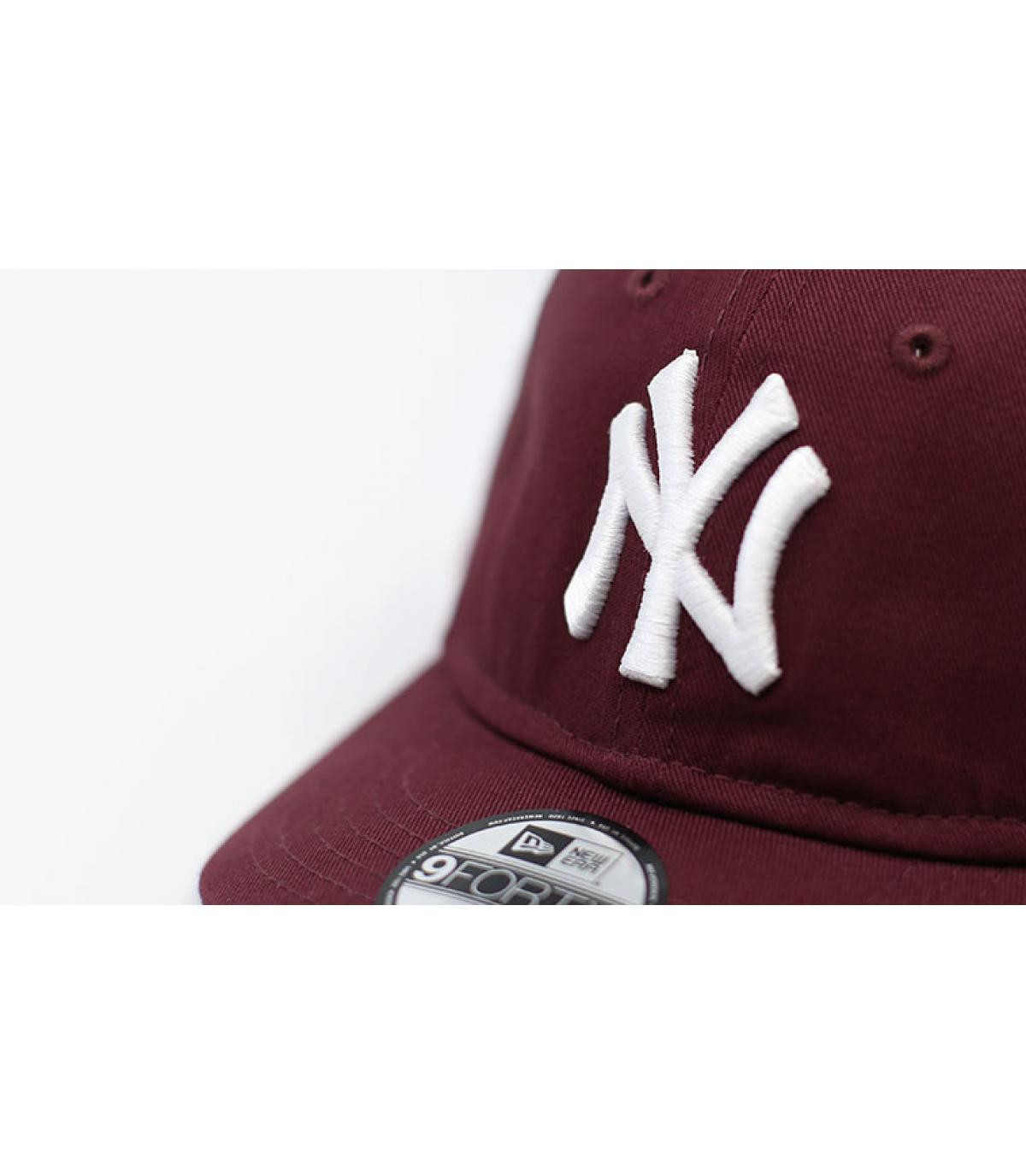 Details Baby League Ess NY 9Forty maroon - afbeeling 3