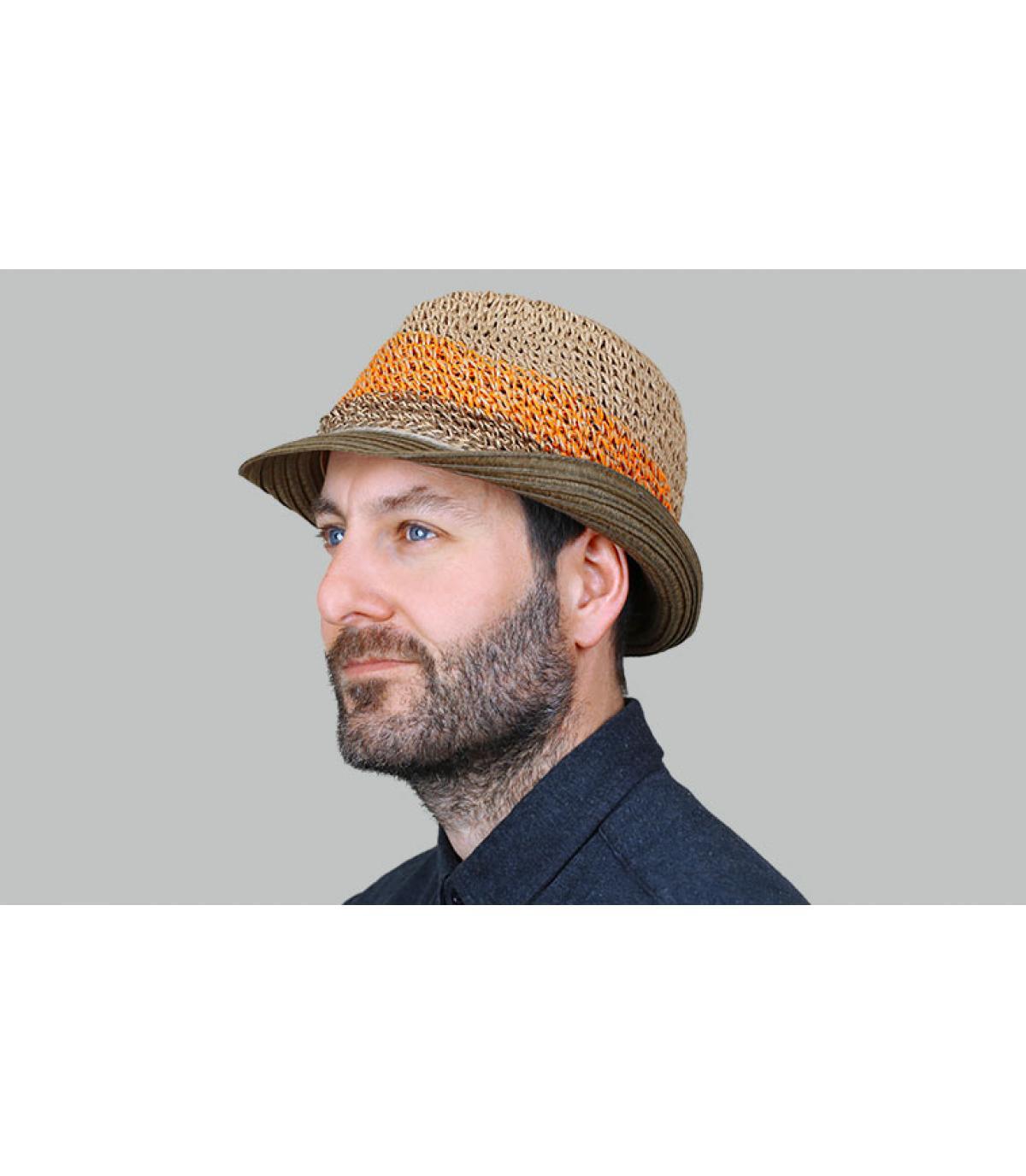 trilby hoed stro streep