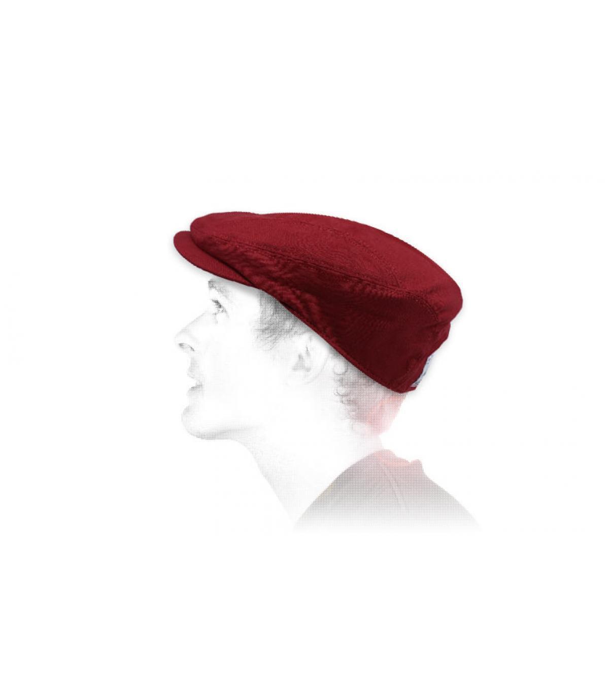 Rode linnen baret.