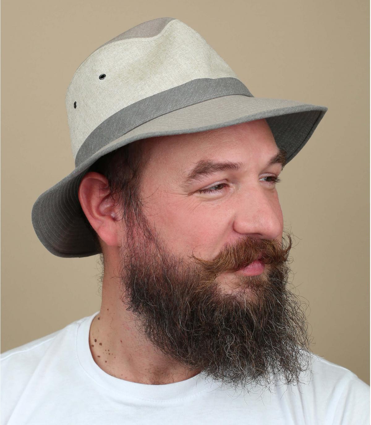 beige hoed