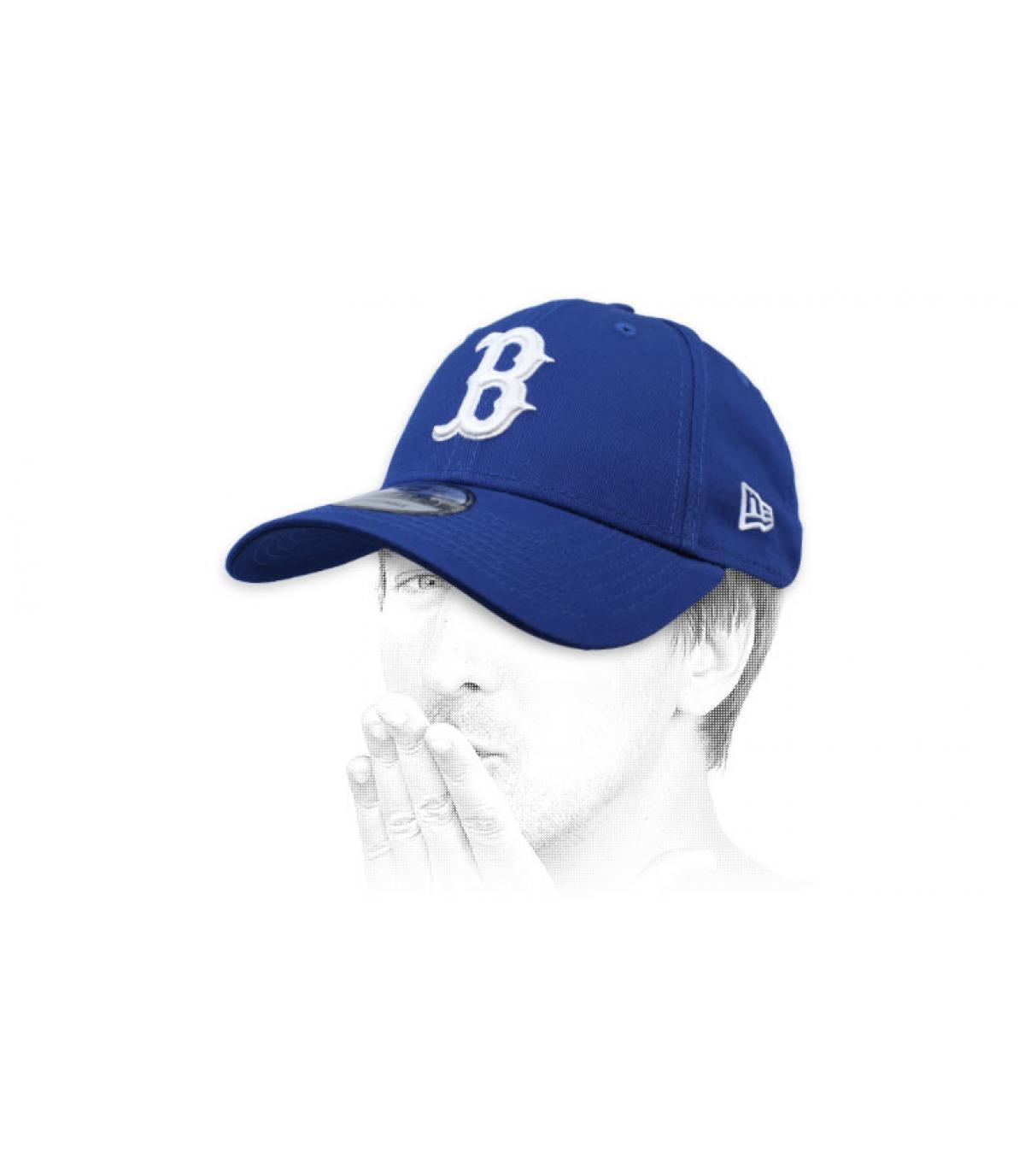 cap B blauw