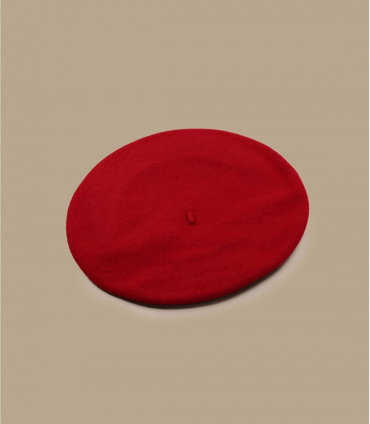 baret krantenverkoper rode wol