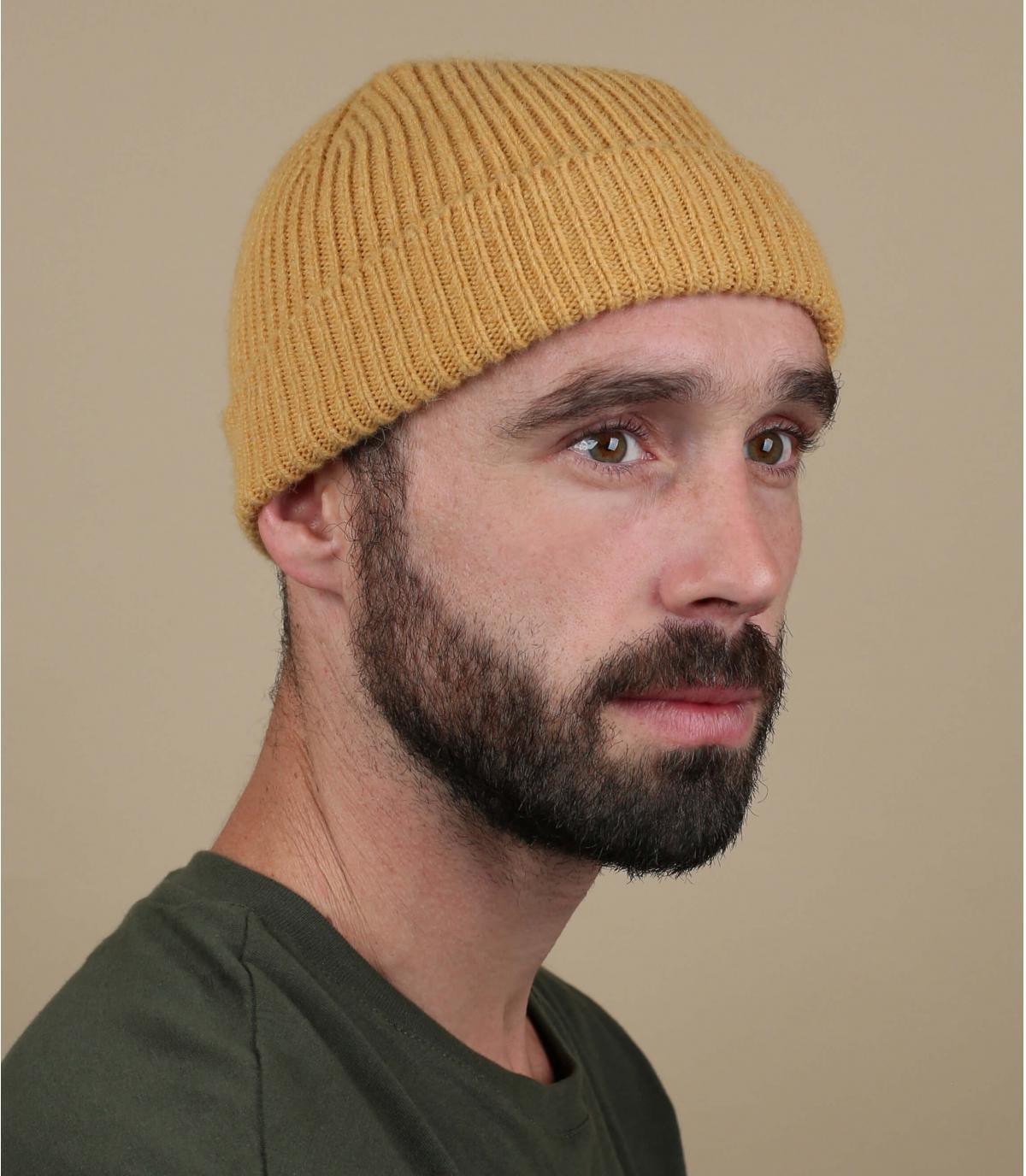 hoed revers gele wol
