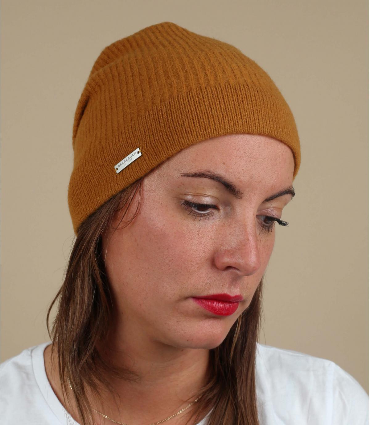lange gele wollen hoed