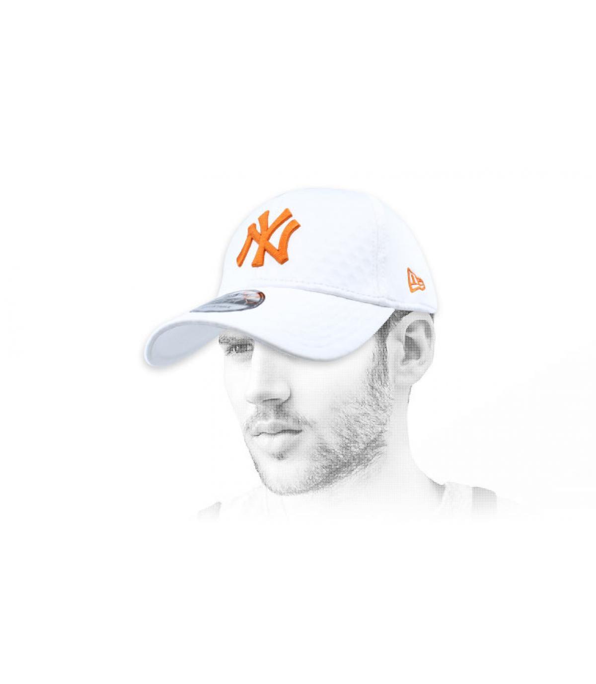NY wit oranje kap