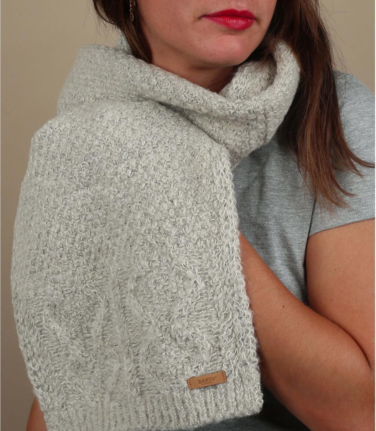 gedraaide beige sjaal