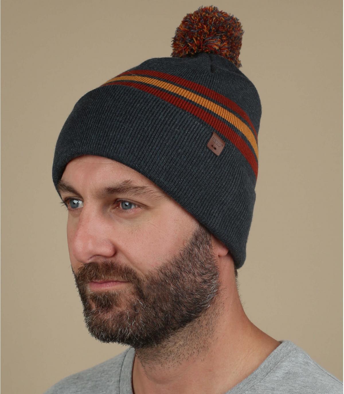 rood grijze pompom hoed