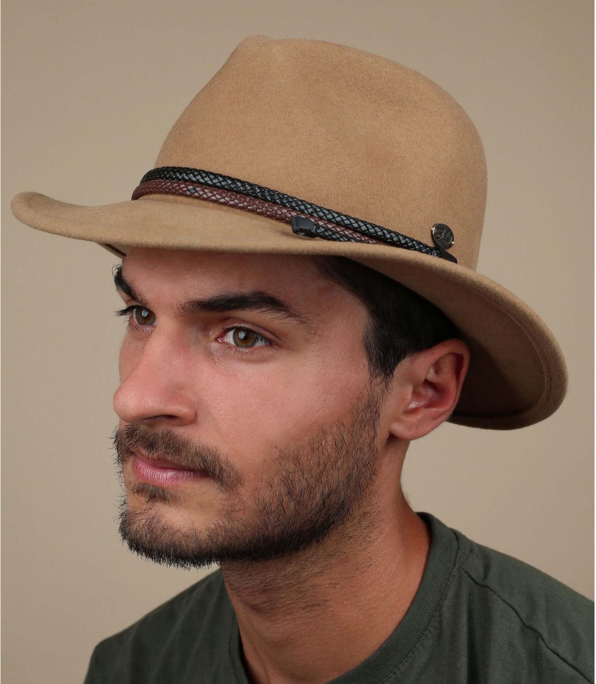 beige vilten hoed