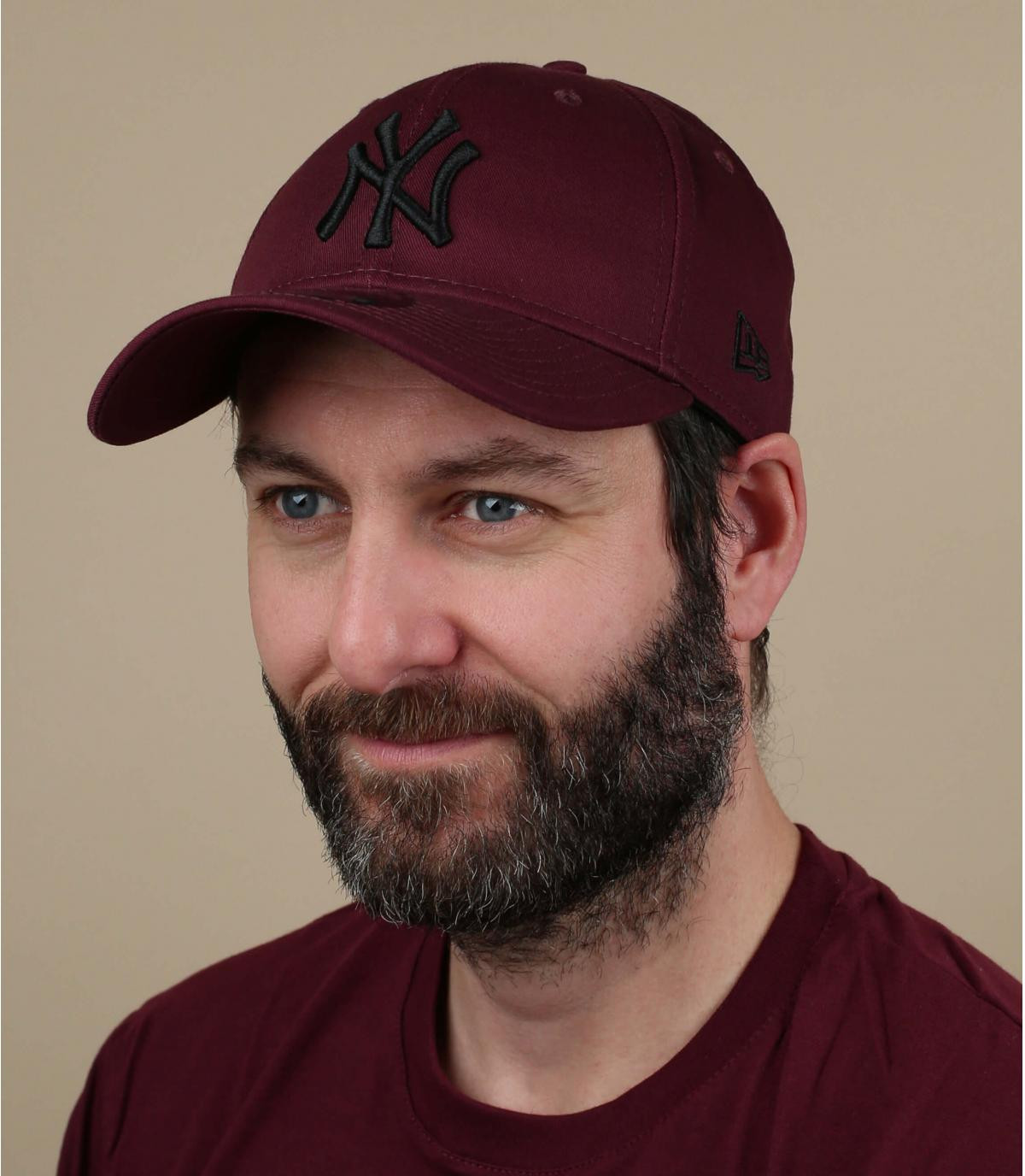 zwart bordeaux NY cap