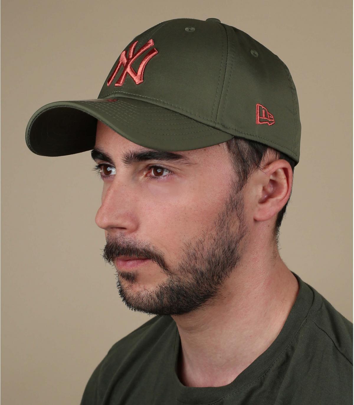 oranje groene NY cap