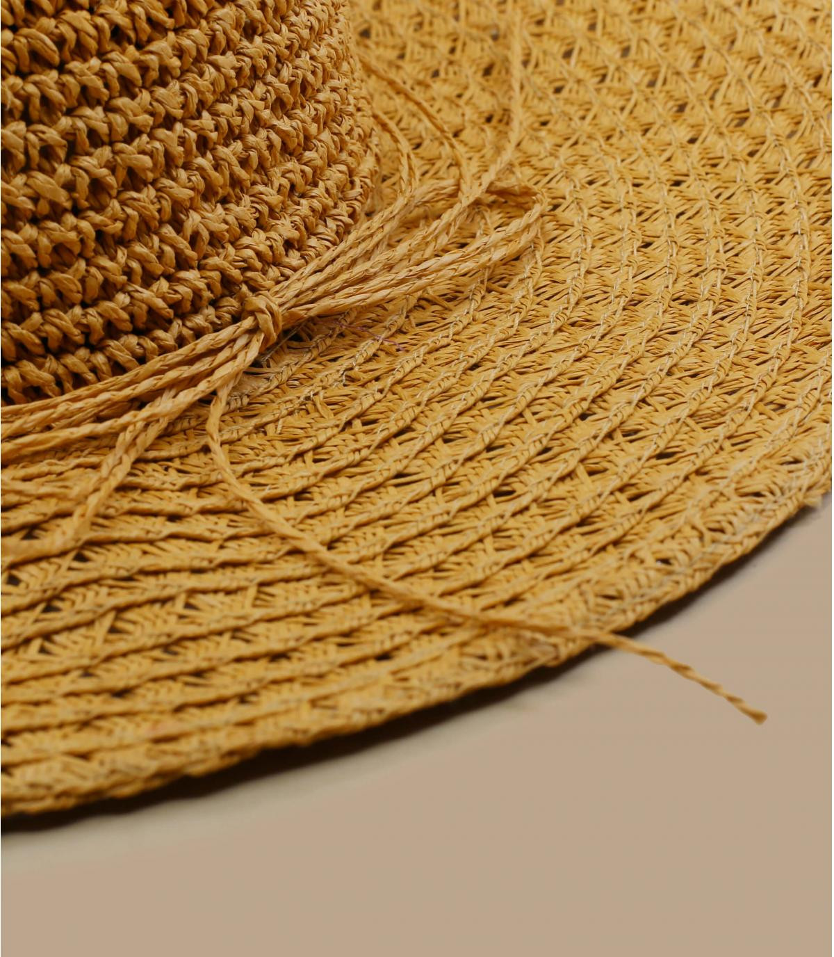 cappello di paglia all'uncinetto