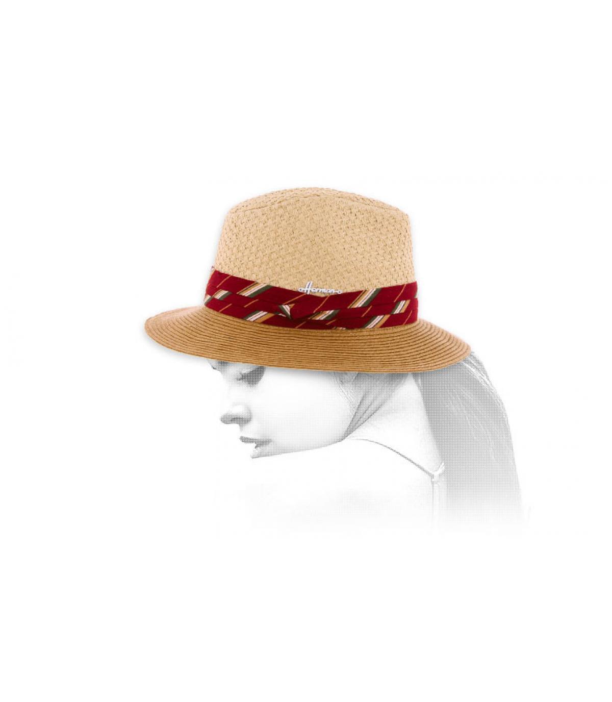 tweekleurige hoed met rode vlecht