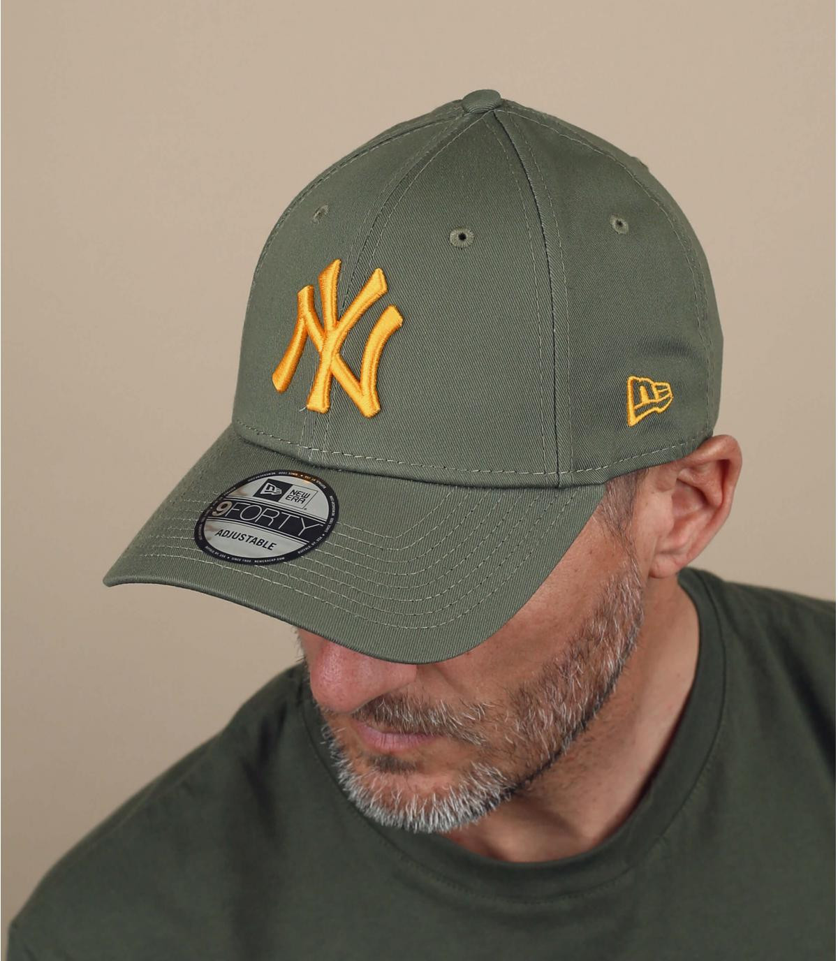 geelgroene NY cap