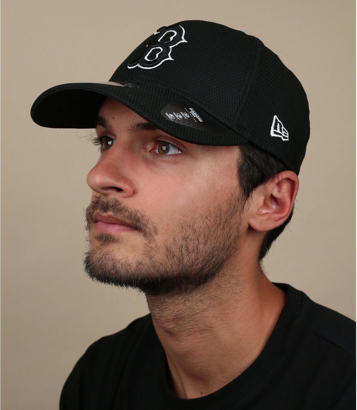 Cap B zwart