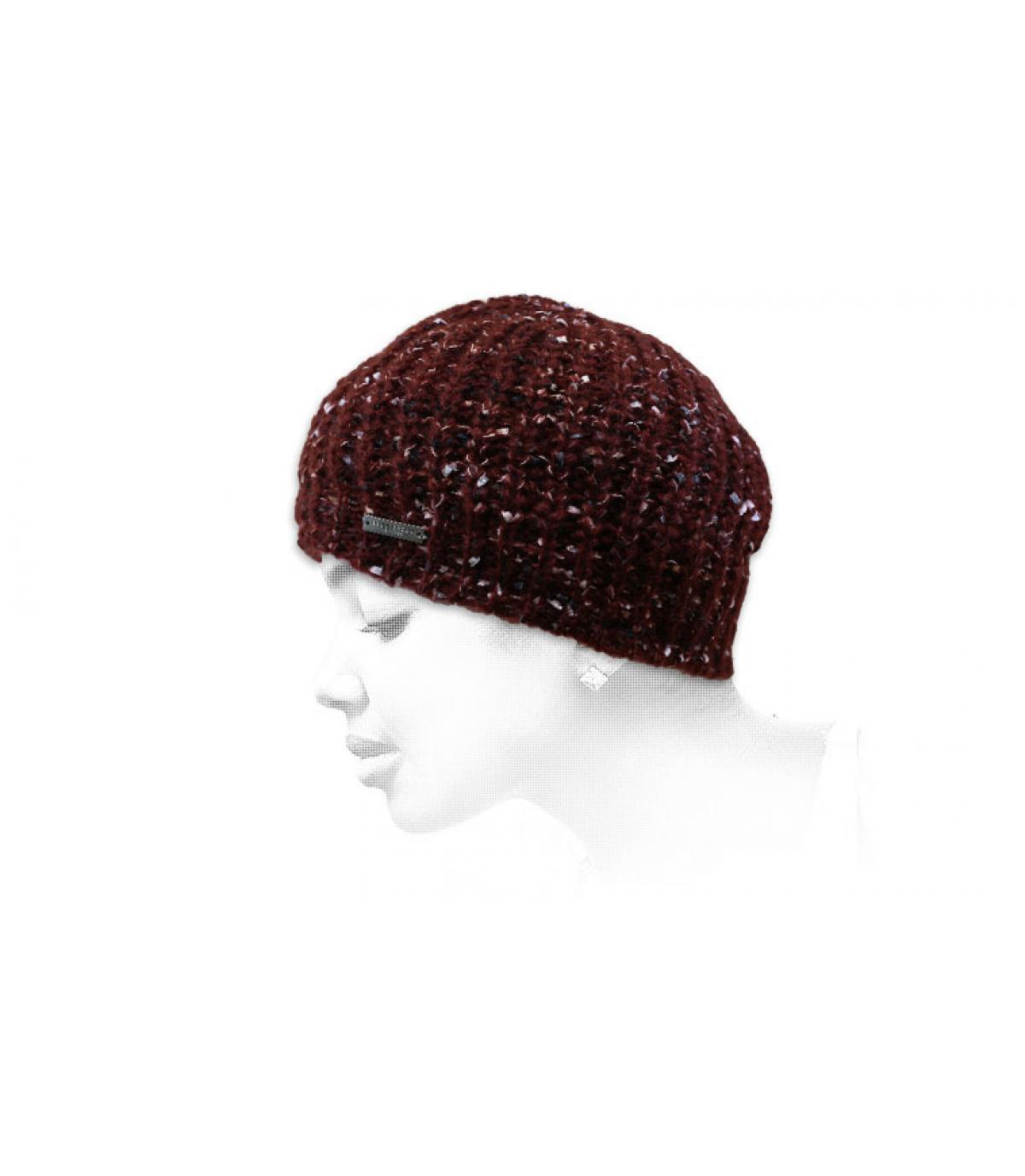lange bordeauxrode hoed