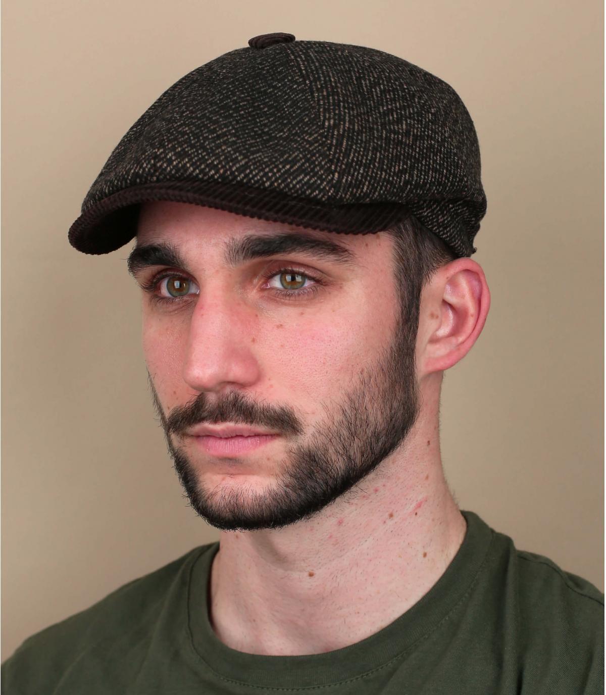 Herman bruine krantenverkoper baret
