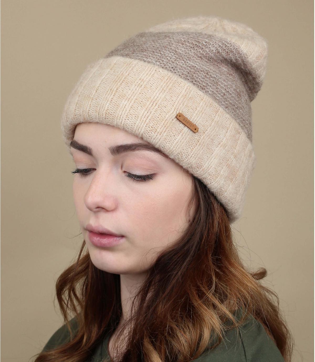 beige wollen hoed