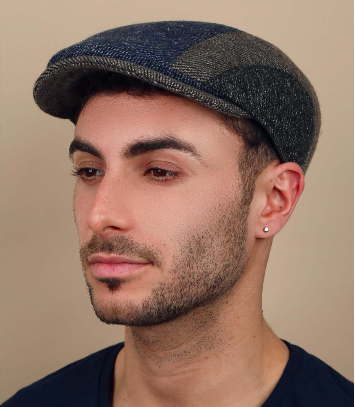 driekleurige wollen baret