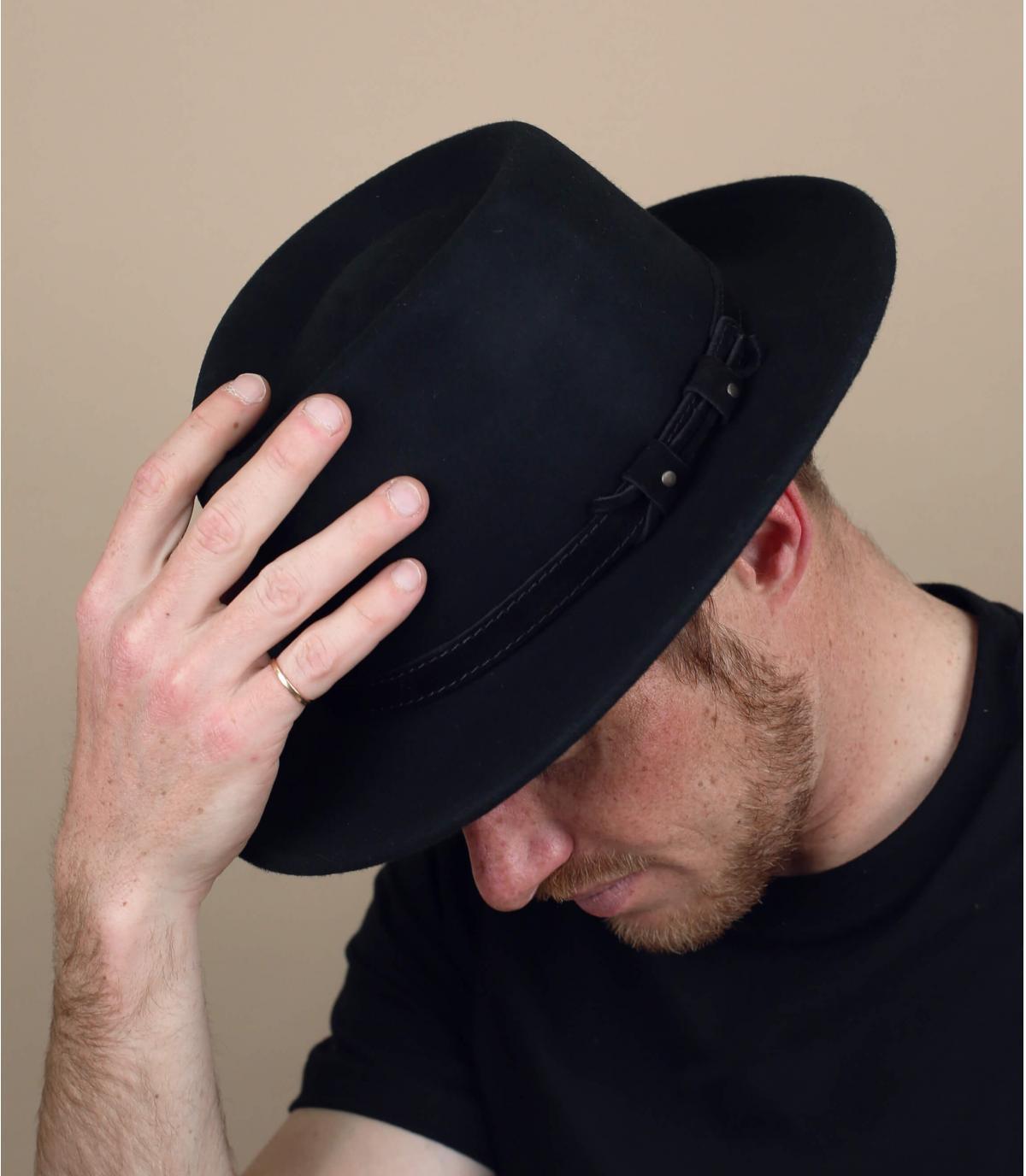 zwarte vilten hoed