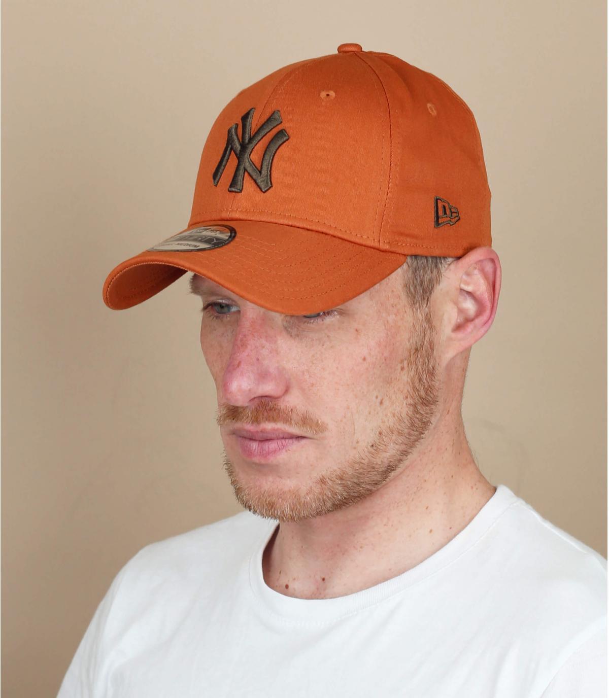 stretch beige NY cap
