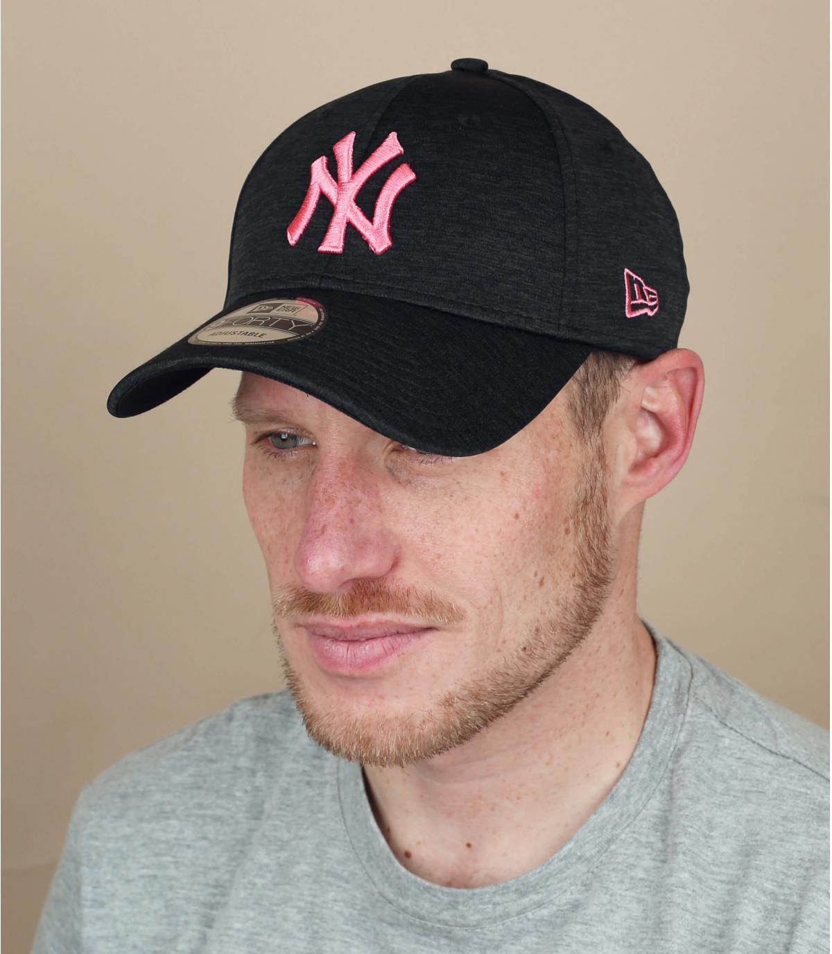 zwart roze NY cap