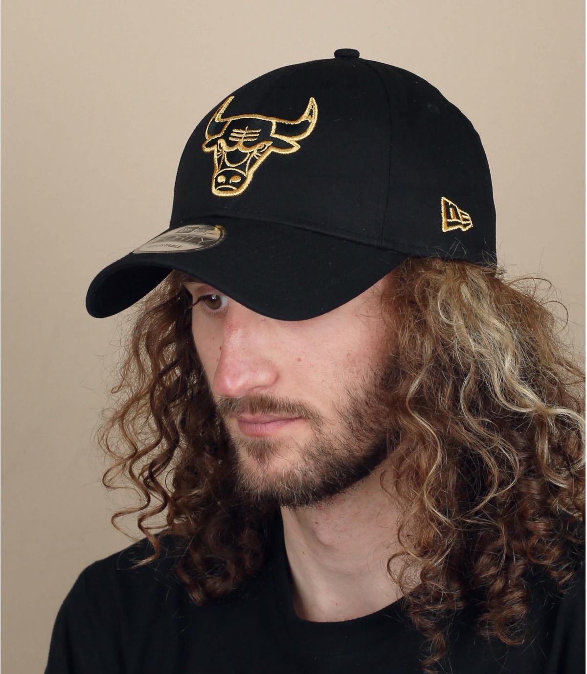 Bulls pet zwart goud
