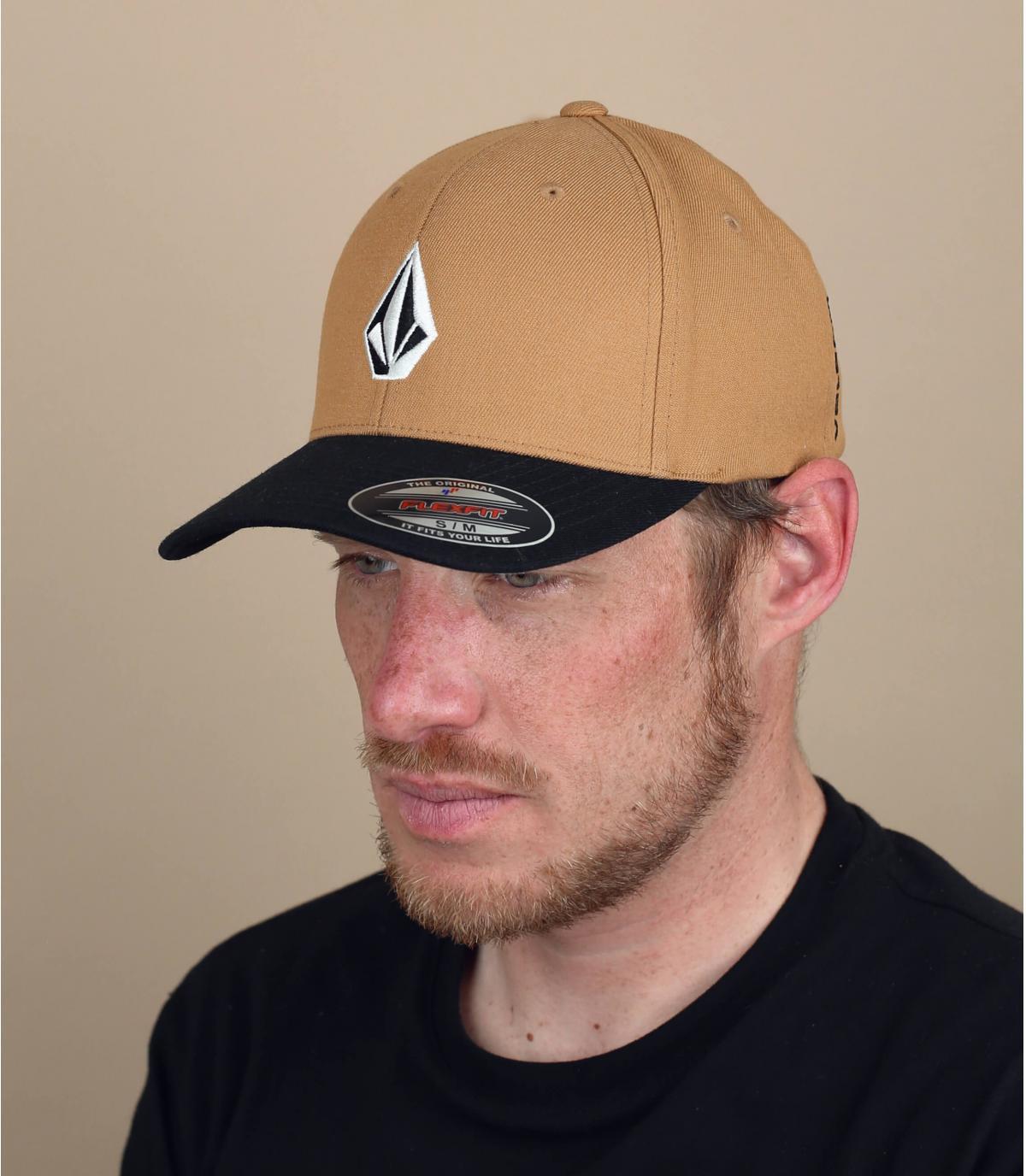 beige zwarte Volcom cap