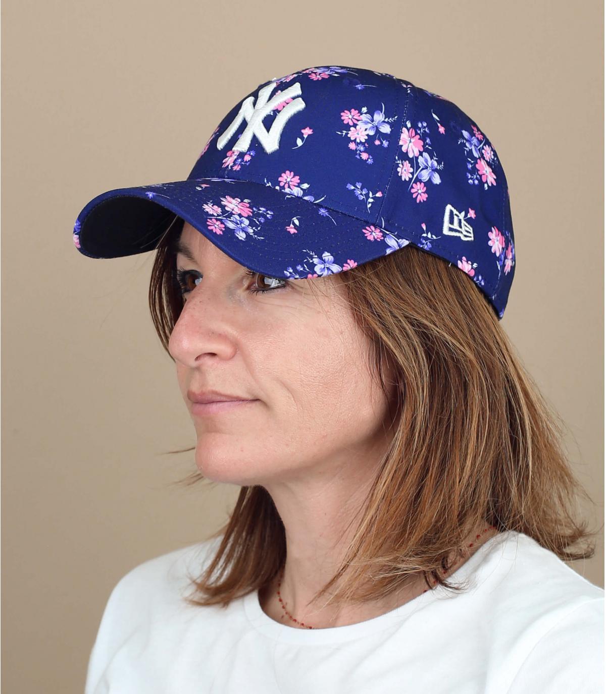 NY damescap bloemen