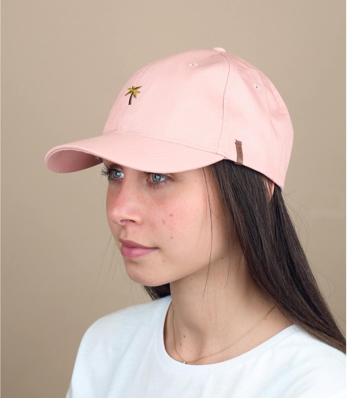 roze cap met palmborduurwerk