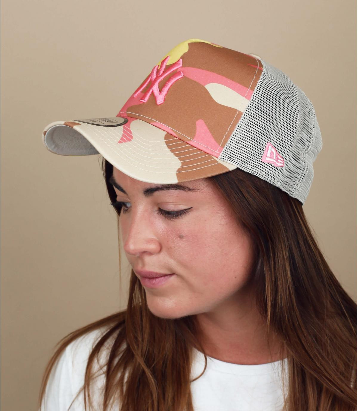 beige roze camo NY trucker