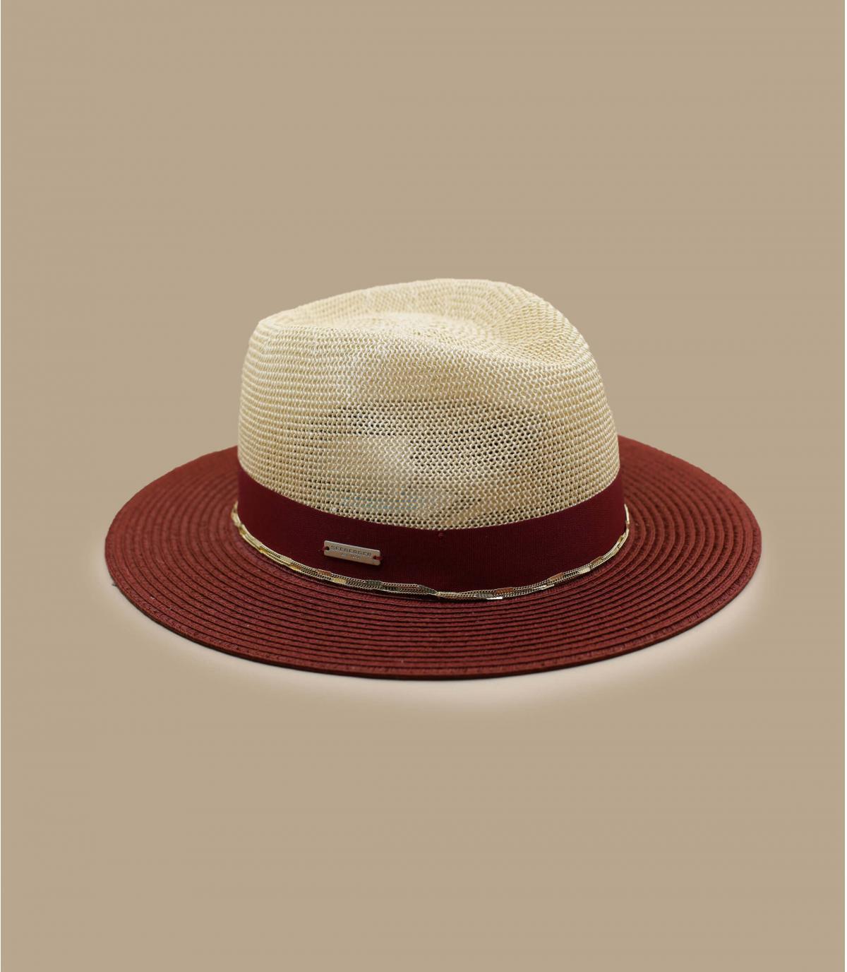 strooien hoed met gouden ketting