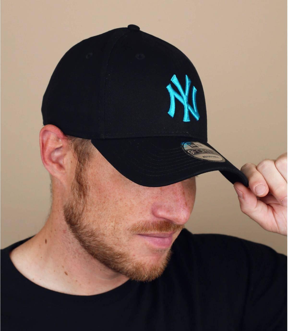 zwartblauwe NY cap