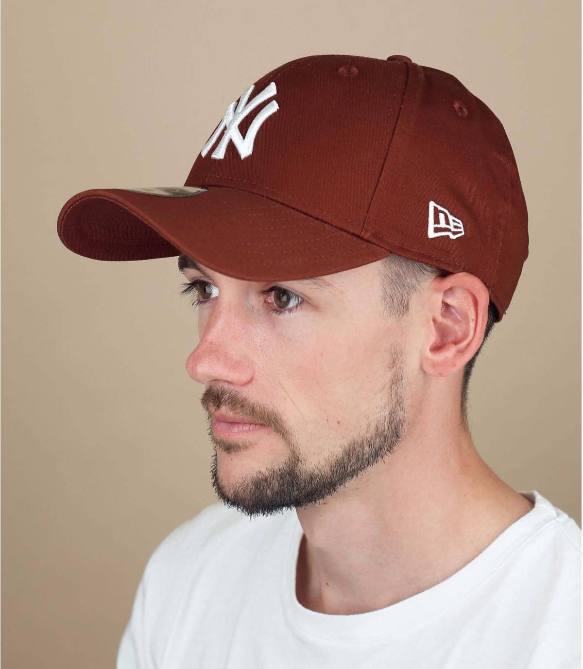 Bruine NY cap