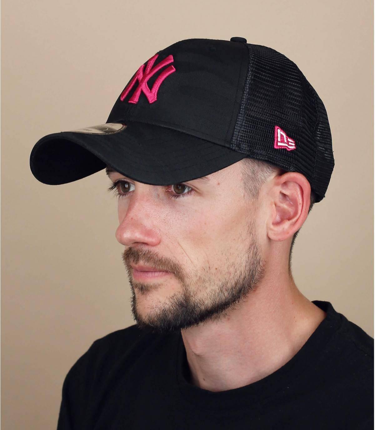 nY roze camo trucker