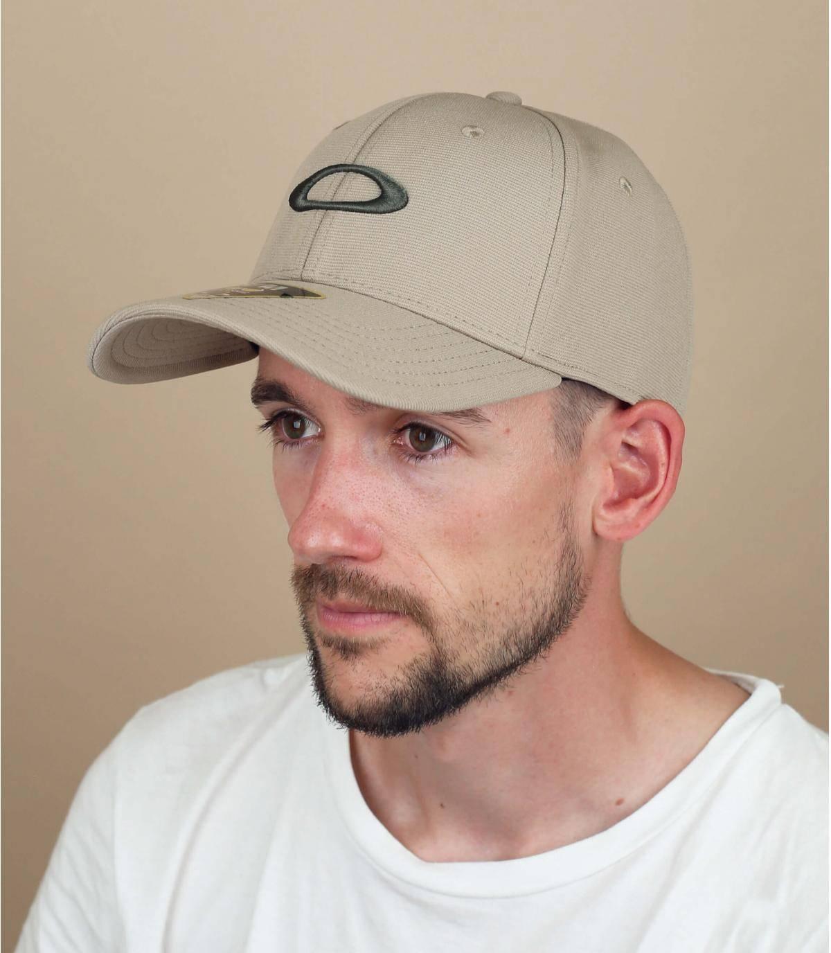 Oakley beige cap