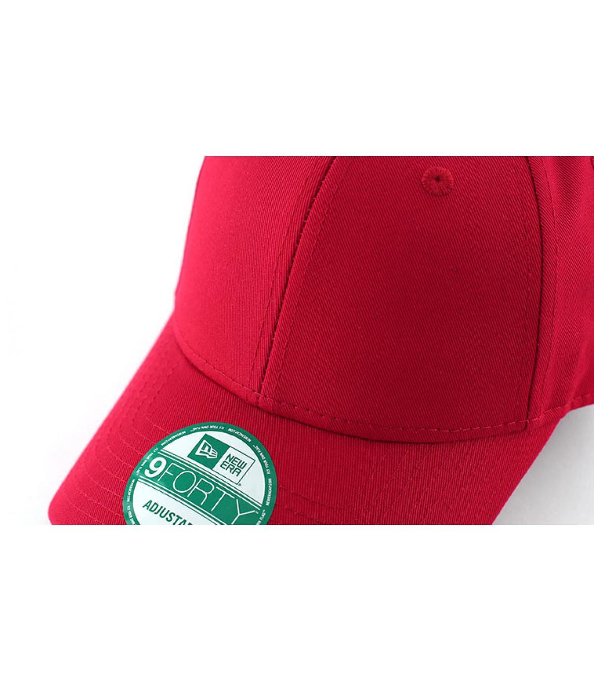 Details NE cap  basic red - afbeeling 2