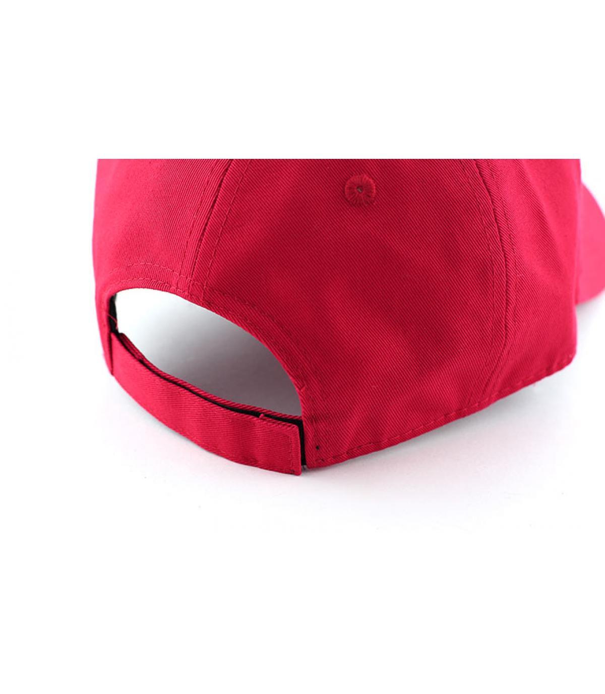 Details NE cap  basic red - afbeeling 4