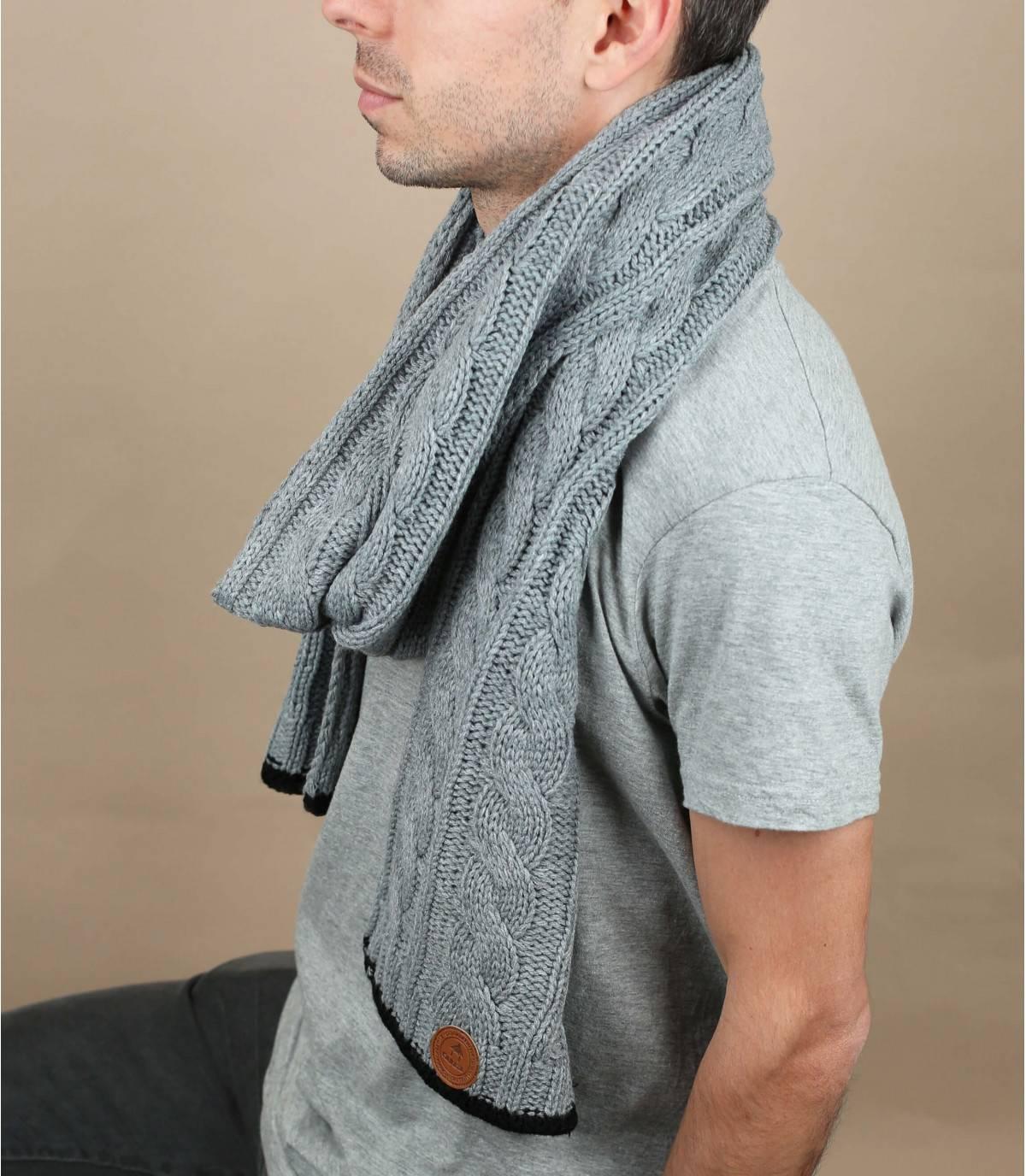 grijze twist sjaal