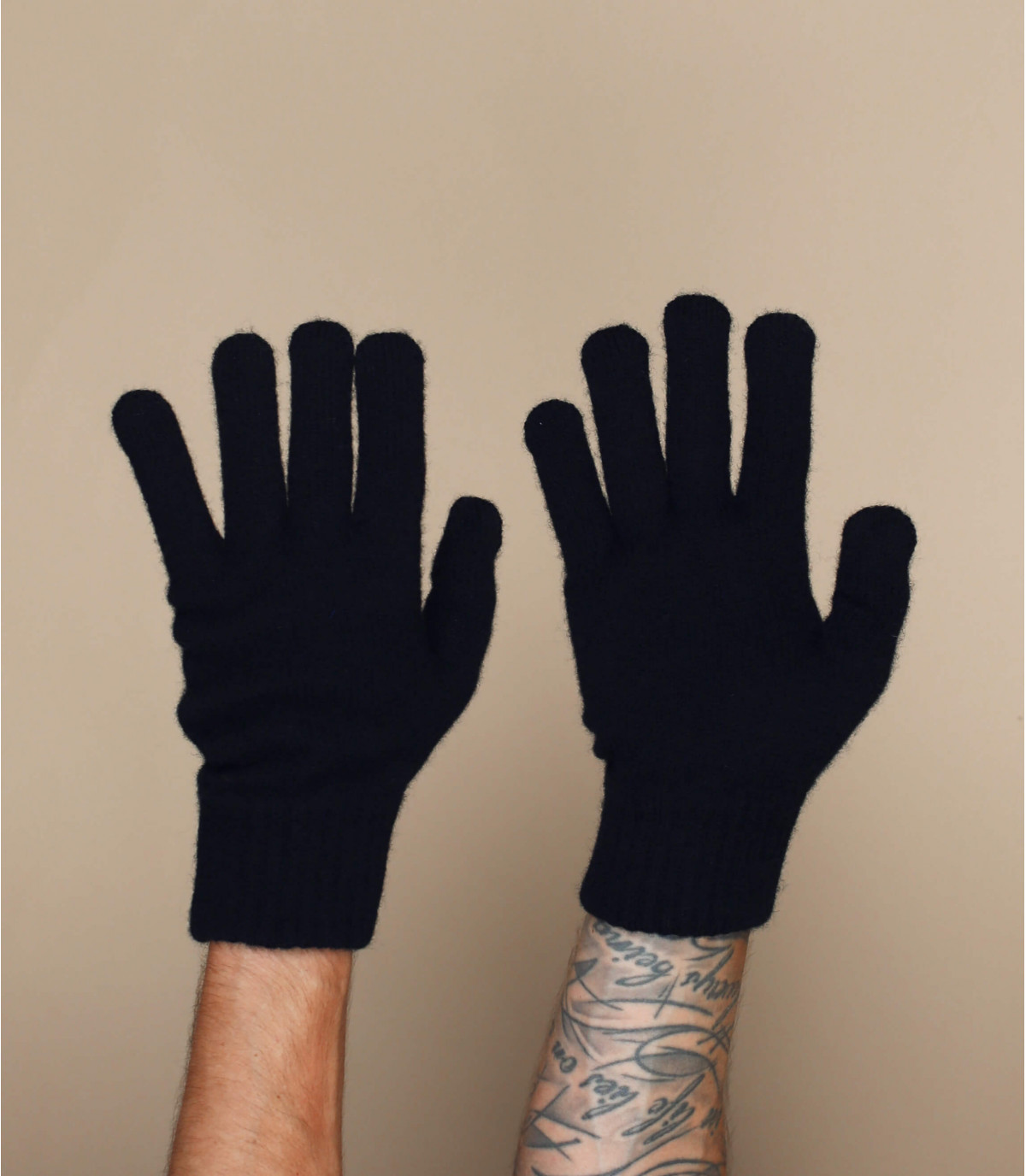 zwarte wollen handschoenen