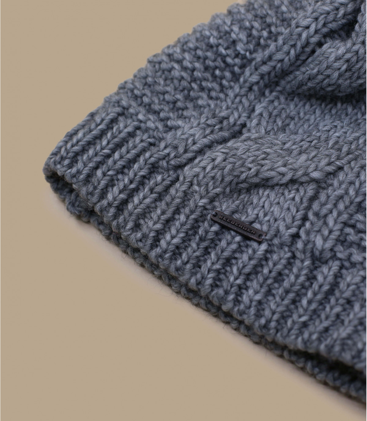 Details Long beanie pompon grey - afbeeling 3