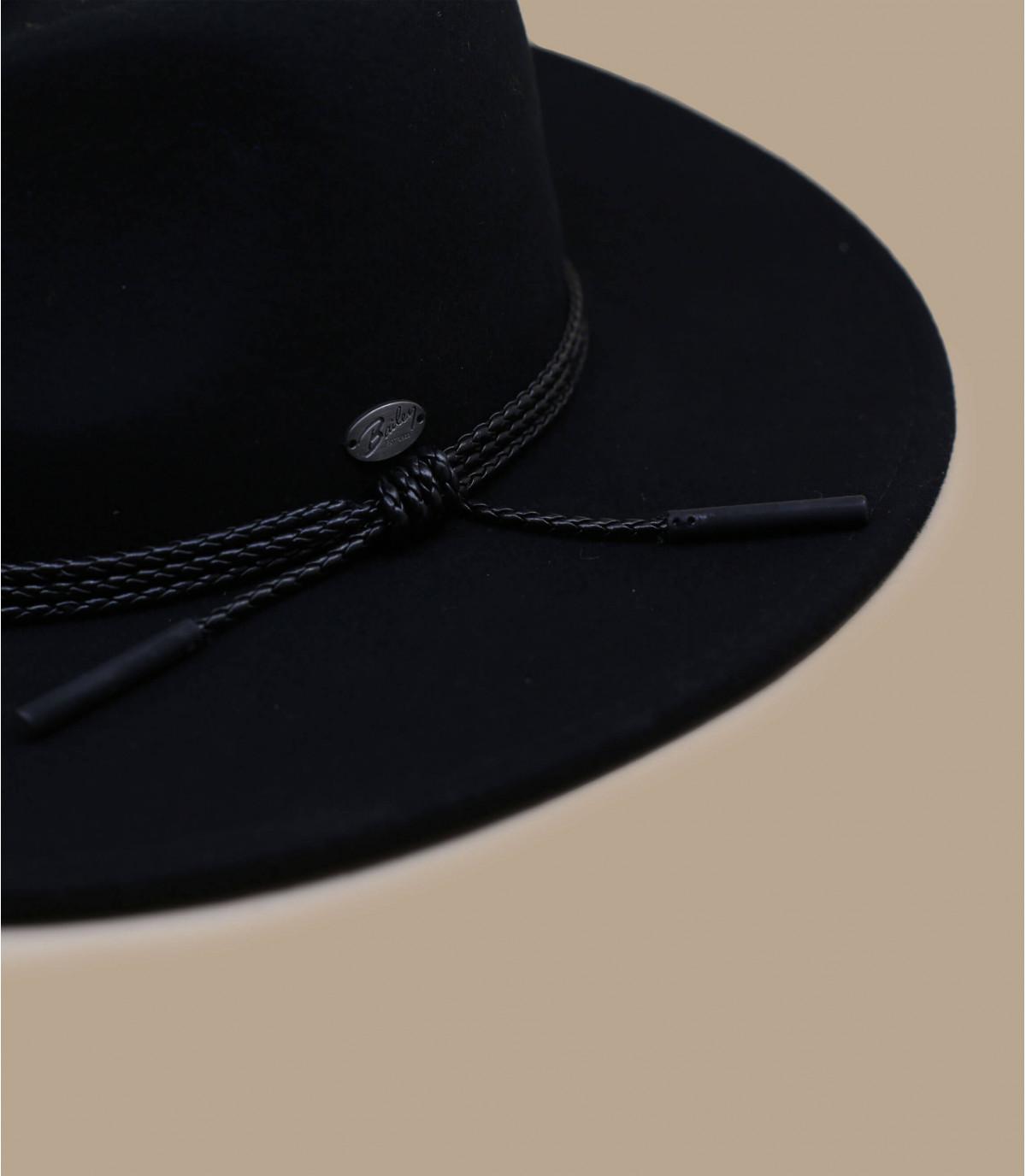 zwarte vilten hoed met brede rand